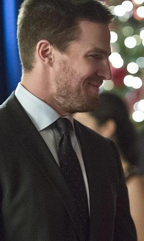 Stephen Amell with Z Zegna Worsted Drop 8 Two-Button Suit in Arrow
