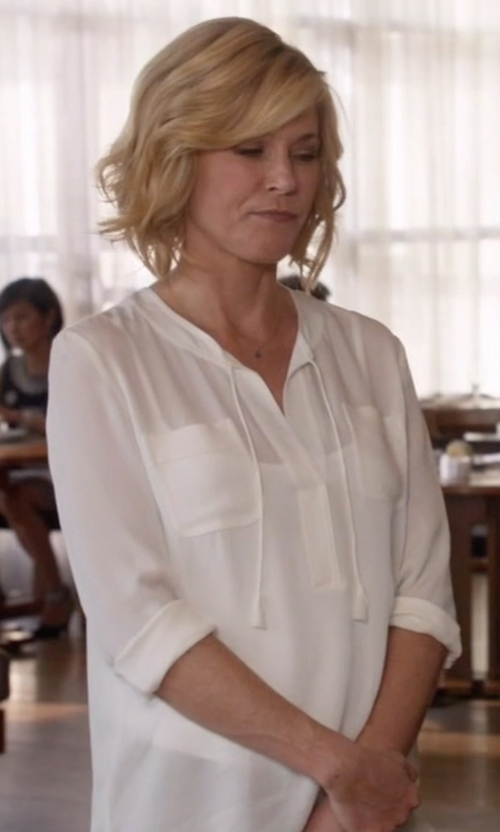 Julie Bowen with Rebecca Taylor Sofia Top in Modern Family