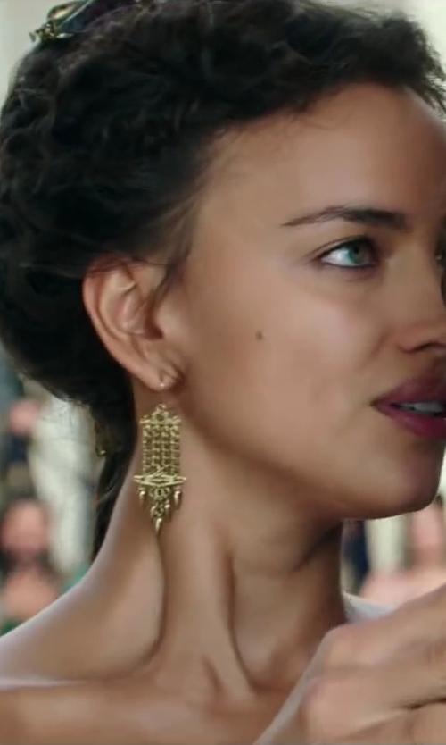 Irina Shayk with Nordstrom 'Vintage Girl' Tassel Drop Earrings in Hercules