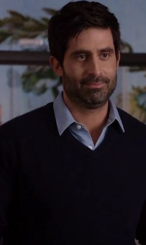 Stephen Schneider with Neiman Marcus Cashmere V-Neck Sweater in Imaginary Mary