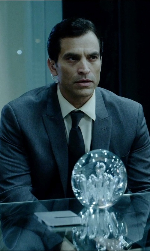 Johnathon Schaech with Countess Mara Pique Solid Tie in Vice
