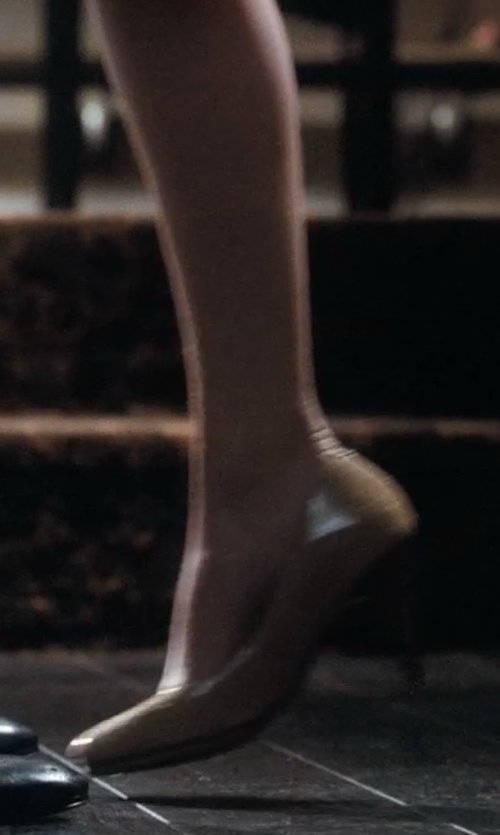 Emma Stone with Prada Vernice Mid-Heel Pointy Pumps in Crazy, Stupid, Love.