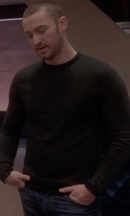 Jake McLaughlin with White + Warren Cashmere Crewneck Sweater in Quantico