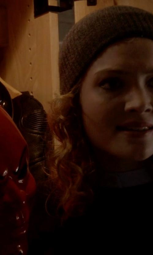Skyler Samuels with Gorjana Stackable Rings in Scream Queens