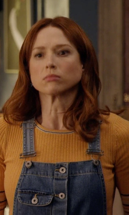 Ellie Kemper with Topshop Yellow Stripe Tipped Trim Crop Top in Unbreakable Kimmy Schmidt