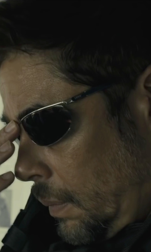 Benicio Del Toro with David Yurman Streamline Narrow Band Ring in Sicario