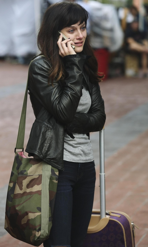 Aubrey Peeples with Manhattan Portage Vintage Messenger Bag in Nashville