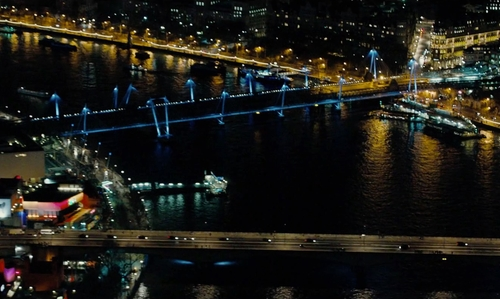Unknown Actor with Hungerford Bridge and Golden Jubilee Bridges London, United Kingdom in Survivor