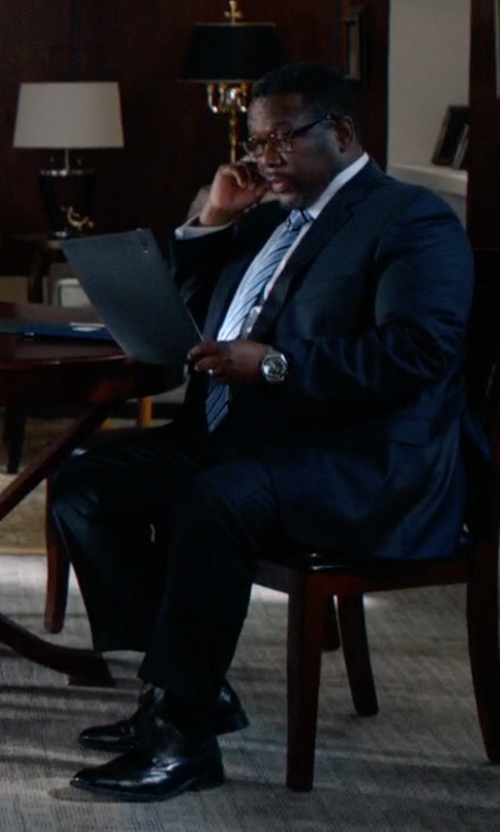 Wendell Pierce with Oliver Peoples NDG Brown Tortoise Glasses in Suits