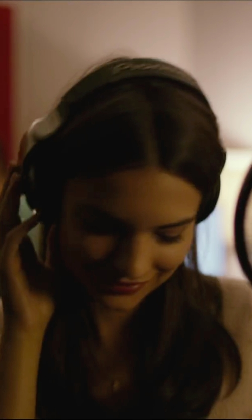 Emily Ratajkowski with Pioneer Reference Professional Dj Headphones in We Are Your Friends