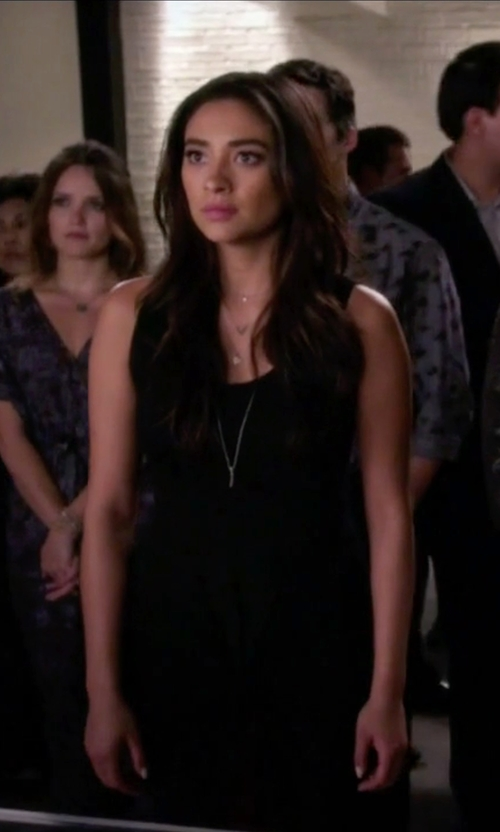 Shay Mitchell with Majorica Pearl Cubic Zirconia Pendant Necklace in Pretty Little Liars