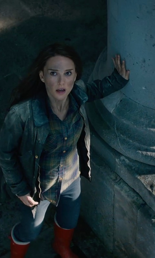 Natalie Portman with Barbour Country Classic Wellington Boots in Thor: The Dark World