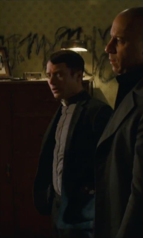 Elijah Wood with Greg Norman for Tasso Elba Solid Black Jacket in The Last Witch Hunter