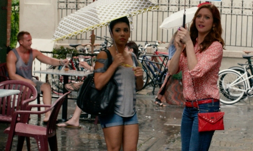 Chrissie Fit with Chicnova Black Oversized Canvas Shoulder Bag with Leather Zip Pull Pockets in Pitch Perfect 2