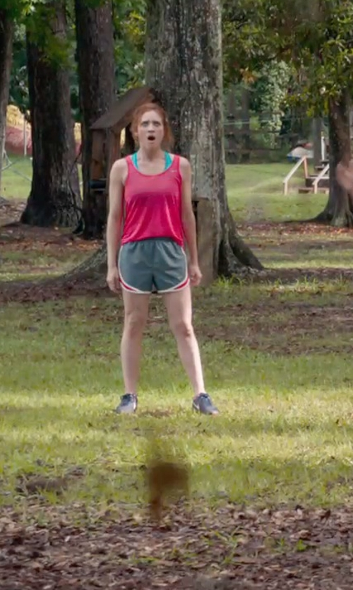 Brittany Snow with Athleta Chi Tank Extra Long Top in Pitch Perfect 2