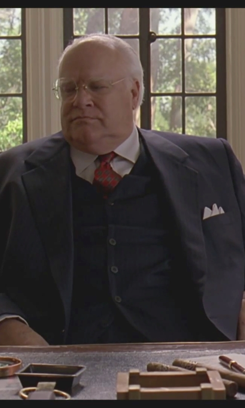 David Huddleston with Alexander Mcqueen Skull-Jacquard Cotton Pocket Square in The Big Lebowski