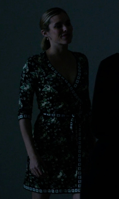 Susie Abromeit with Diane Von Furstenberg Tallulah Two Silk Jersey Wrap Dress in Jessica Jones