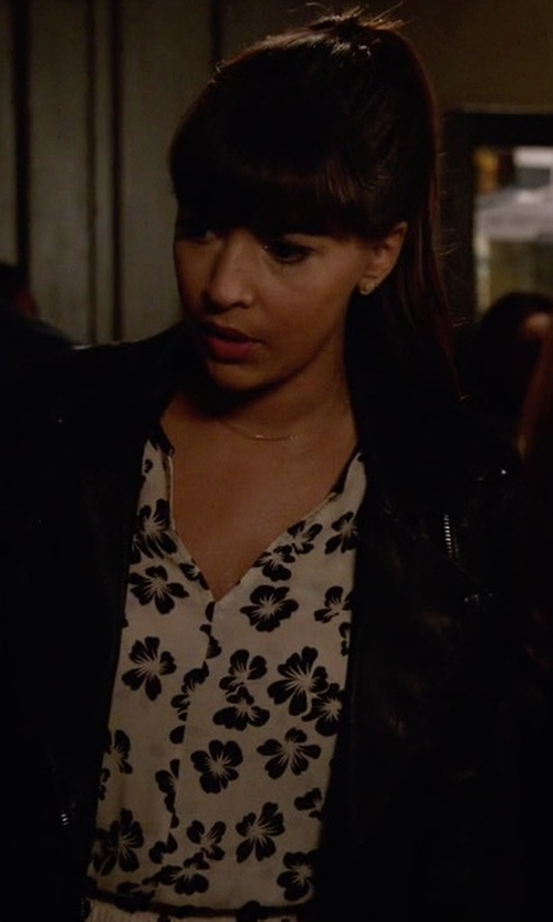 Hannah Simone with Amuse Society Winslow Woven Top in New Girl