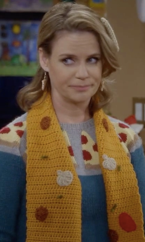 Andrea Barber with Lisa Lucia Knits Pizza Sweater in Fuller House