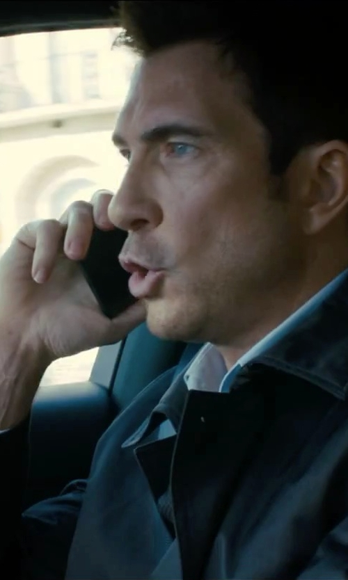 Dylan McDermott with Apple iPhone 5 in Survivor