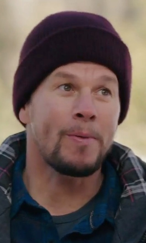 Mark Wahlberg with Oakley Fine Knit Beanie Hat in Daddy's Home 2