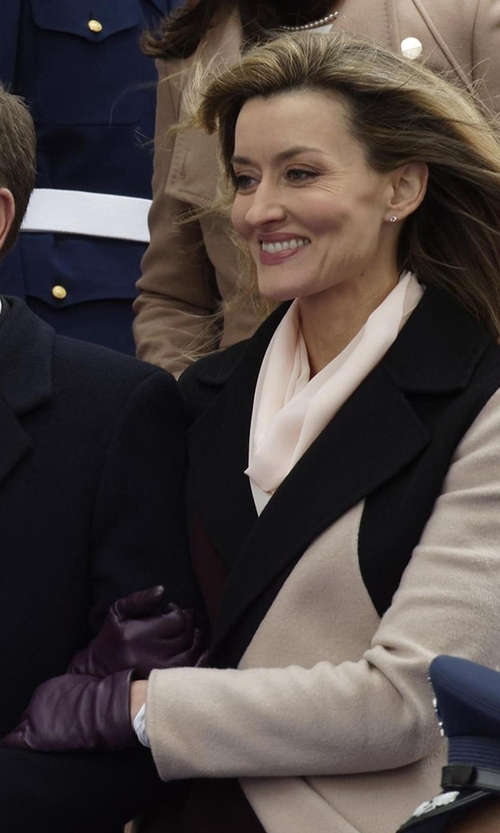 Natascha McElhone with Portolano Nappa Leather Gloves in Designated Survivor