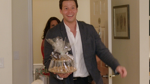 Ike Barinholtz with Vince Linen Blazer in Sisters