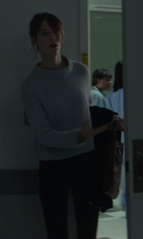 Mackenzie Davis with Rag & Bone/Jean Skinny Stretch Jeans in That Awkward Moment
