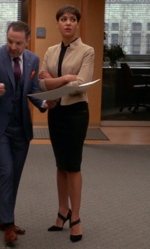 Cush Jumbo with Club Monaco Briana Pumps in The Good Wife