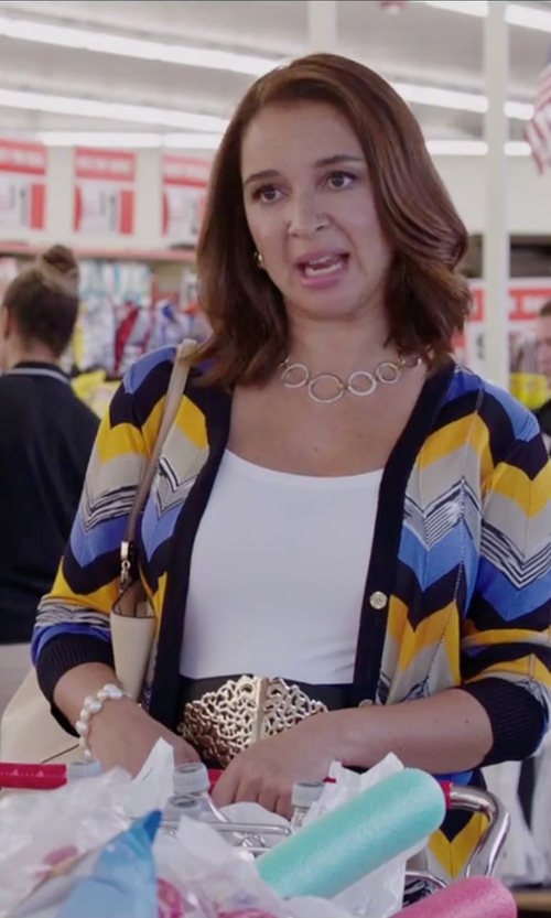 Maya Rudolph with Bella Pearl Heart Toggle Bracelet in Sisters
