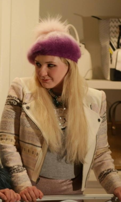 Abigail Breslin with Parkhurst Water-Repellent Wool Felt Beret in Scream Queens