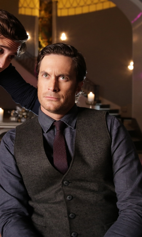 Oliver Hudson with Club Monaco Cotton-Chambray Shirt in Scream Queens