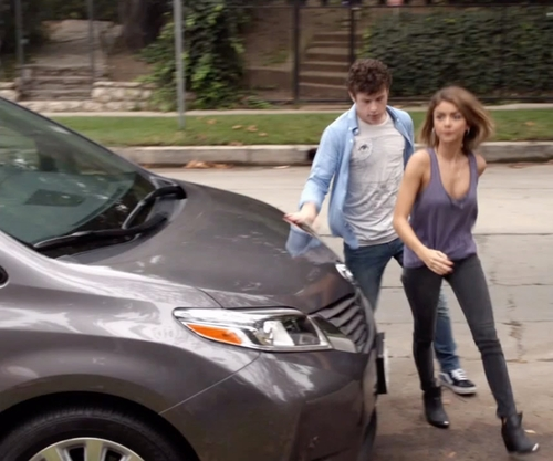 Sarah Hyland with Toyota Sienna Wagon Minivan in Modern Family