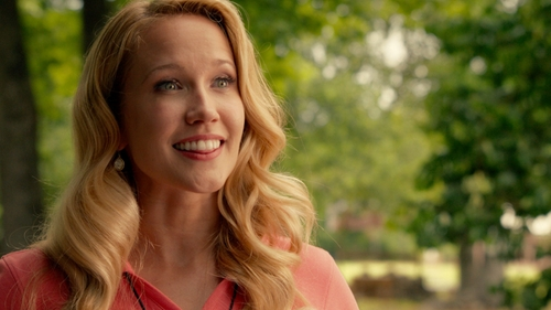 Anna Camp with Alexis Bittar Miss Havisham Crystal Teardrop Earrings in Pitch Perfect 2