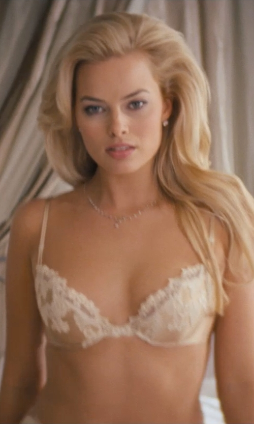 Margot Robbie with La Perla Maharani Floral Lace Underwire Bra in The Wolf of Wall Street