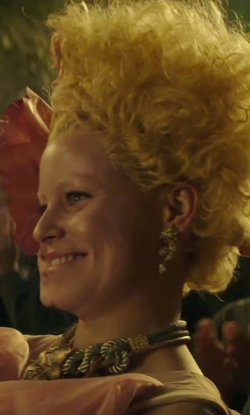 Elizabeth Banks with Erickson Beamon Butterfly Floral Crystal Pearl Earrings in The Hunger Games: Mockingjay - Part 2