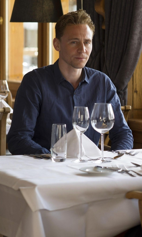 Tom Hiddleston with Eton Contemporary Fit Solid Sportshirt in The Night Manager