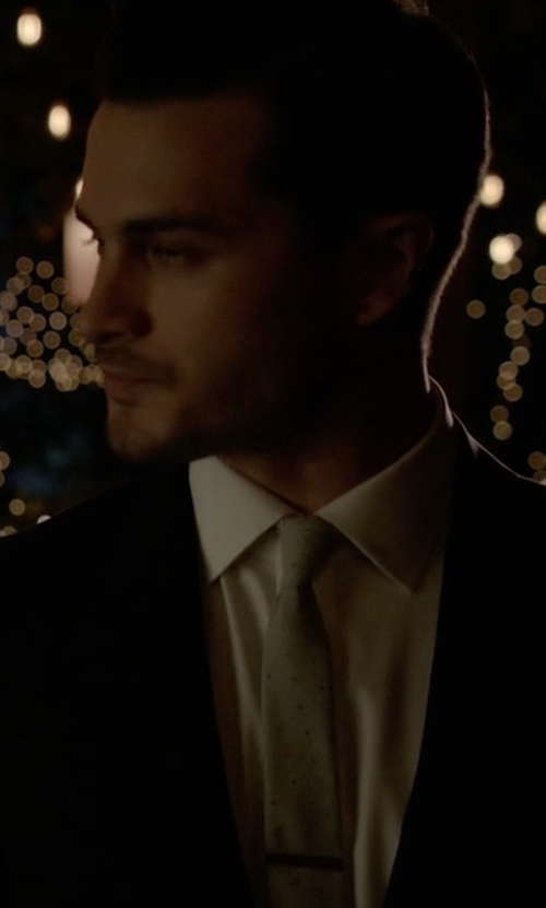 Michael Malarkey with Forzieri Dots Print Woven Silk Tie in The Vampire Diaries