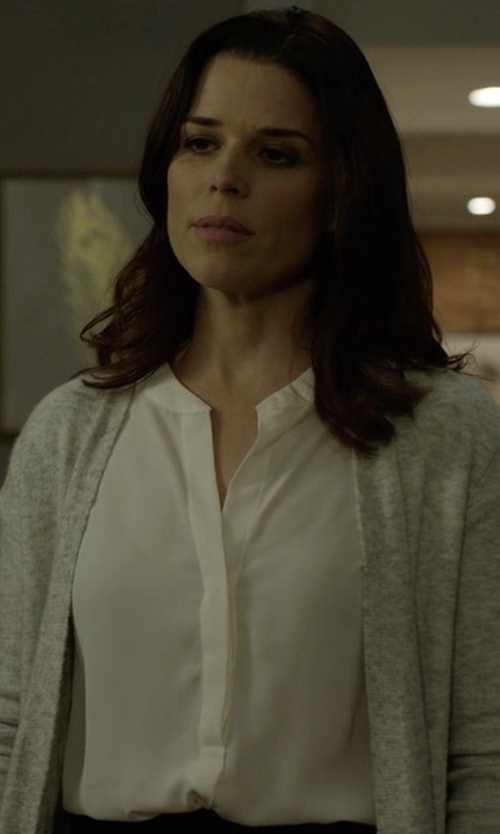 Neve Campbell with Vince Band-Collar Stretch-Silk Pintuck-Placket Blouse in House of Cards