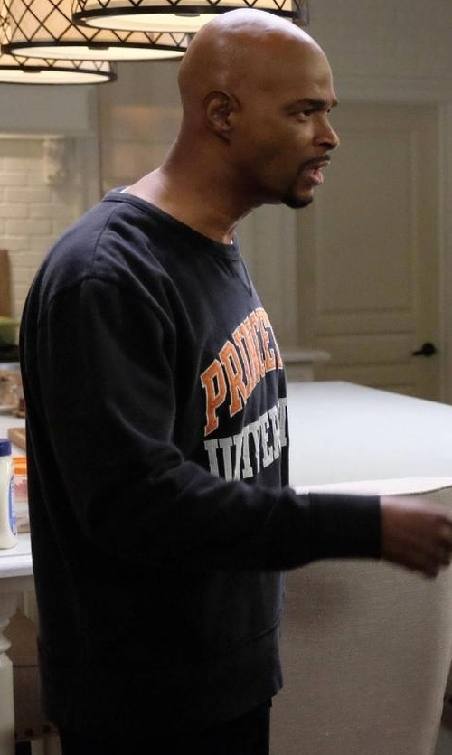 Damon Wayans with Princeton Manchester Crew Sweater in Lethal Weapon