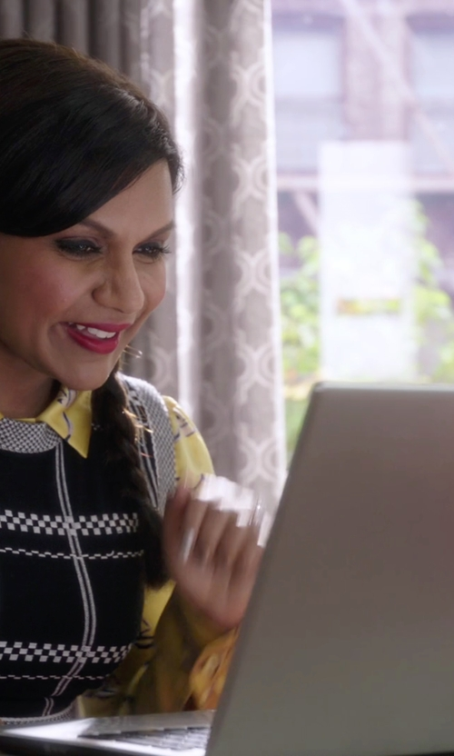 Mindy Kaling with Acer S3-391-6046 Laptop in The Mindy Project
