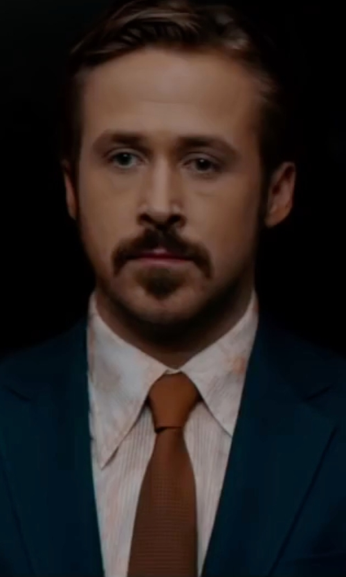 Ryan Gosling with David Donahue Solid Silk Tie in The Nice Guys