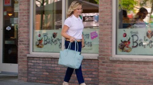 Amy Poehler with Michael Michael Kors Selma Medium Satchel Bag in Sisters