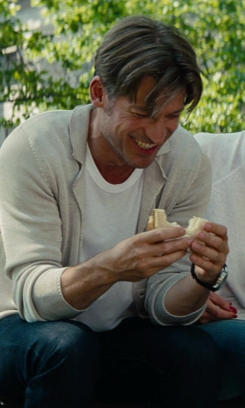 Nikolaj Coster-Waldau with James Perse Crew Neck T-Shirt in The Other Woman