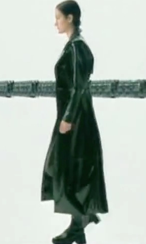 Carrie-Anne Moss with Manolo Blahnik Equestrahi Leather Knee-High Boots in The Matrix