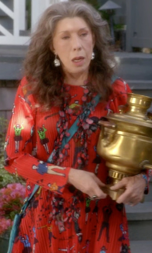 Lily Tomlin with Wayf Tie Back Dress in Grace and Frankie
