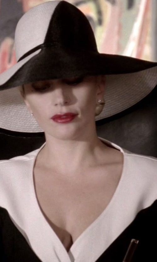 Lady Gaga with Diane Von Furstenberg Twist dress in American Horror Story