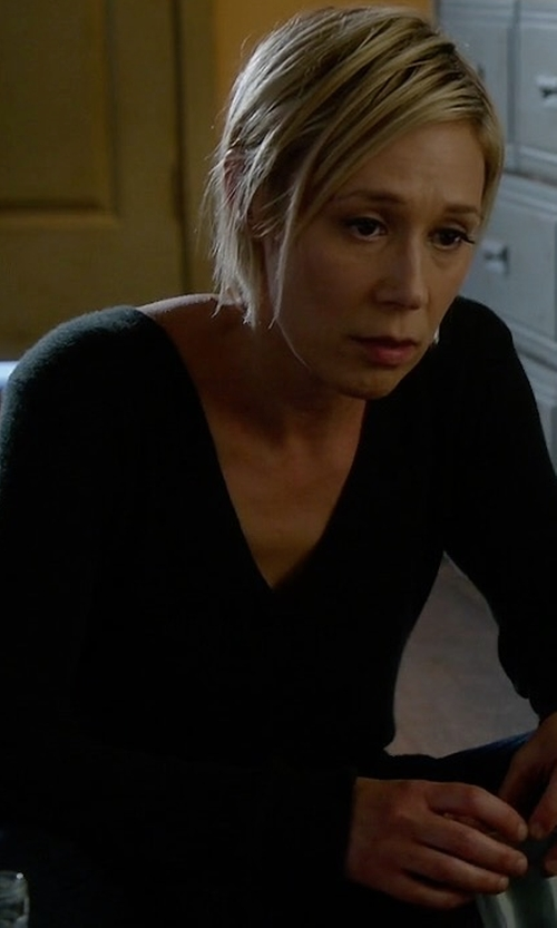 Liza Weil with Rag & Bone/Jean Taylor Merino Wool V-Neck Sweater in How To Get Away With Murder
