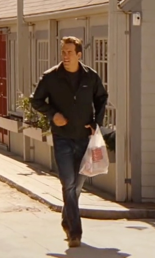 Ryan Reynolds with Asics Onitsuka Tiger Platinum Sneakers in The Proposal