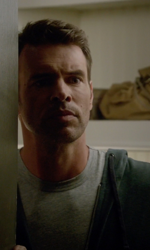 Scott Foley with Carhartt Men's Sierra Hooded Jacket in Scandal